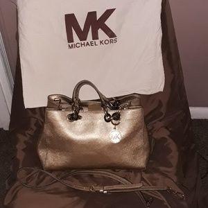 Michael kors gold metallic med shoulder tote1